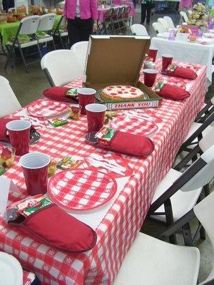 Pizza Party birthday theme - o saco de lembrancinha poderia ser uma luva de forno