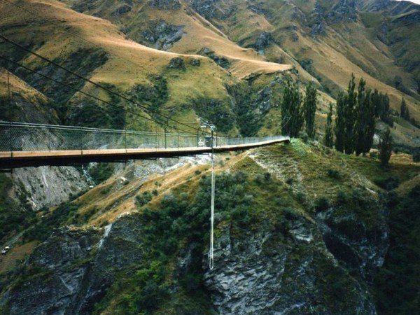 Квинстаун, Новая Зеландия — мировая столица приключений. Заняться прыжками с моста или полетами на биплане, а, может, найти что-нибудь ещё более рискованное? #travel #travelgidclub #путешествия #traveling #traveler #beautiful #instatravel #tourism #tourist #природа #НоваяЗеландия