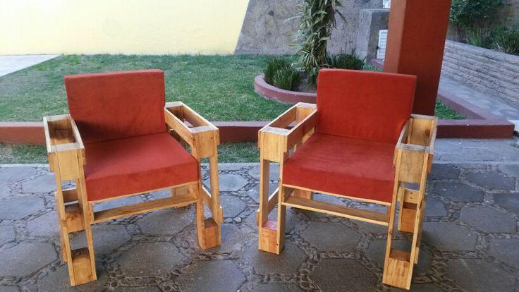 Tarima arte sillones individuales hechos con pallets for Sillones hechos con tarimas