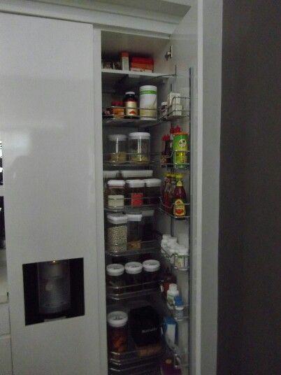 Bagian dalam lemari penyimpanan makanan