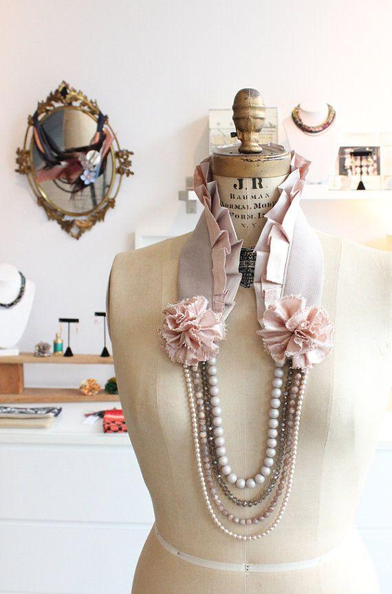 Collier Collet beige - Long collier en tissu, perles de verre et pierres semi-précieuses