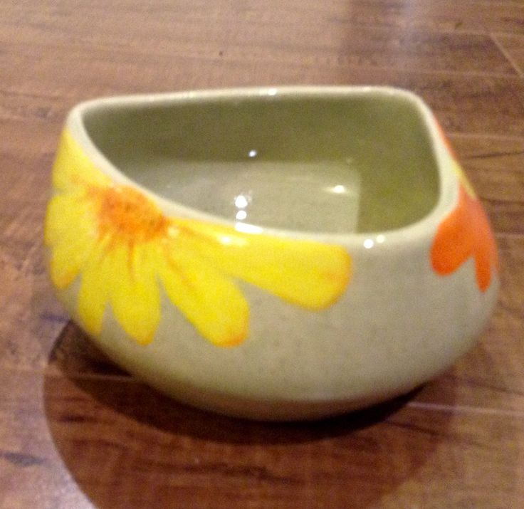 Round triangle shaped flower bowl