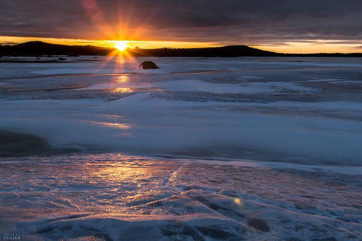 Sunrise in Inari, Lapland, Finland (photo by Manuel Méndez) [2000×1333]