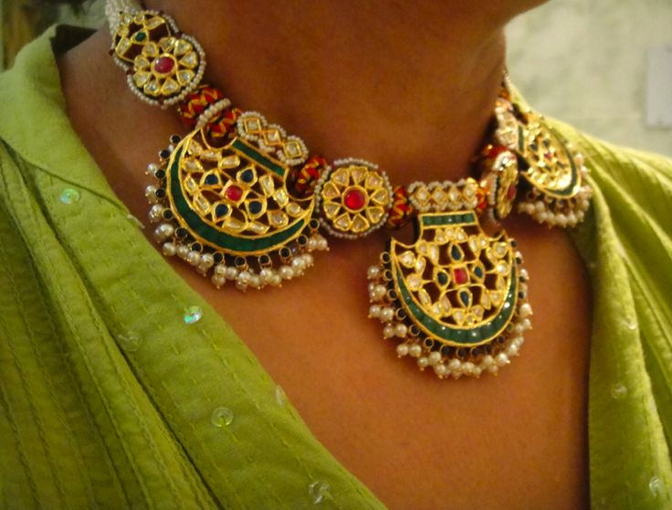 Traditional - uncut and close sett emerald pendants in fan shape chokar