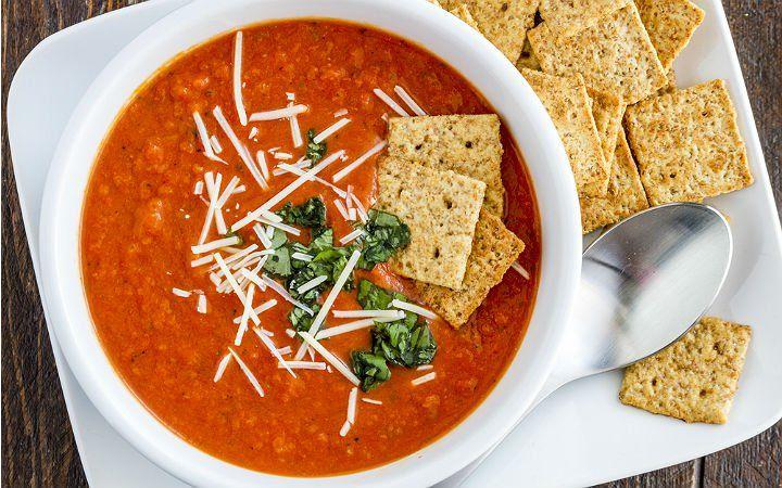 Taze sebze ve baharatlar yardımıyla anti-enflamatuar (ödem ve vücuttaki tüm ağrıları azaltmaya yardımcı) çorba tarifini mutfağınızda da hazırlayabilirsiniz.