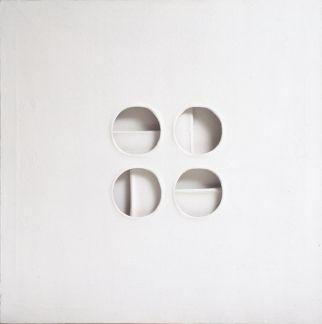 Paolo Scheggi - Intersuperficie curva bianca, 1969 - Acrylique sur trois toiles superpoées, cm 70x70x6