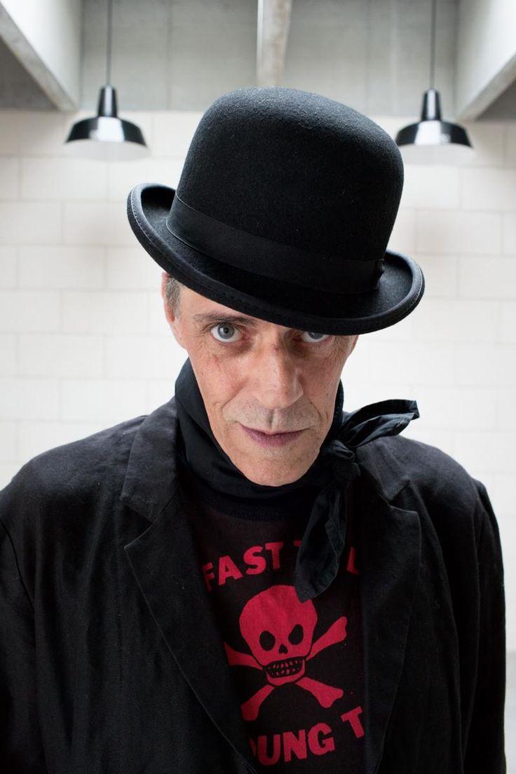 伝説のスタイリスト、そして帽子職人としても知られてきたジュディ・ブレイム。今、ファッション界で話題をさらっている彼に、ジェレミー・スコットによるMoschinoとのコラボレーションについて聞いた。