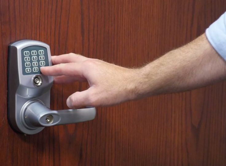 How to Provide Safe and Simple Access to Your Vacation Rental #travel #vacationrental #smartlock