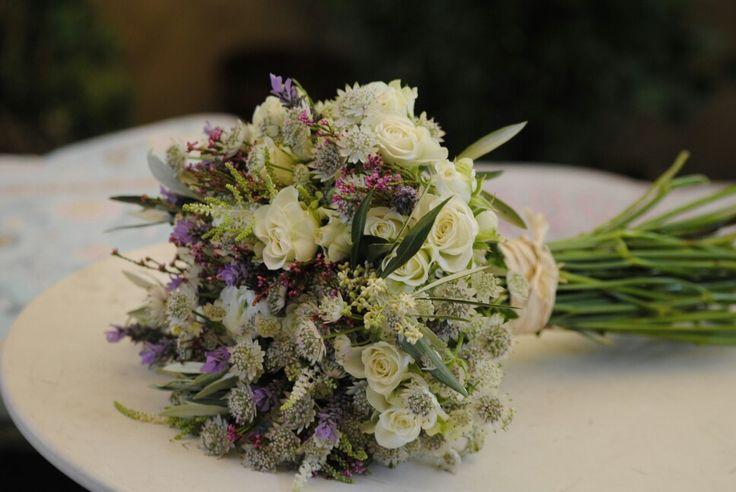 Ramo de novia silvestres: brezo, lavanda, olivo, rositas