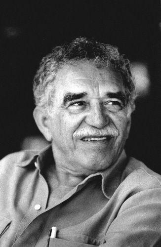 Gabriel José García Márquez1 (Aracataca, 6 de março de 1927 — Cidade do México, 17 de abril de 2014) foi um escritor, jornalista, editor, ativista e político colombiano.  Foi laureado com o Prêmio Nobel de Literatura de 1982 pelo conjunto de sua obra que, entre outros livros, inclui o aclamado Cem Anos de Solidão. Foi responsável por criar o realismo mágico na literatura latino-americana. Viajou muito pela Europa e viveu até a morte no México. Era pai do cineasta Rodrigo García.