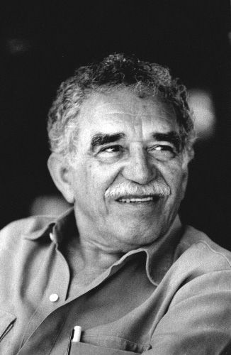 Él era un escritor muy importante y famosa de Colombia. él escribí un libro ¨Cien años de soledad¨. Él frecibió el Premio Nobel