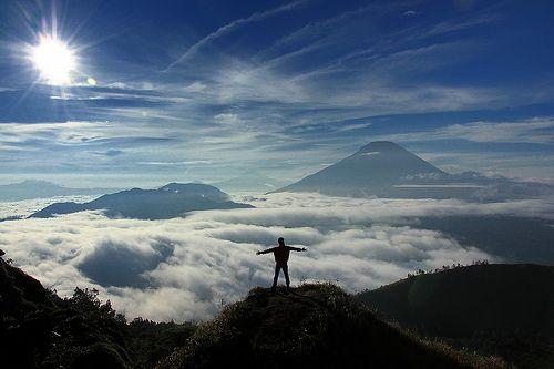 Sunrise at Sikunir Hill (Bukit Sikunir)    Dieng, Jawa Tengah, Indonesia