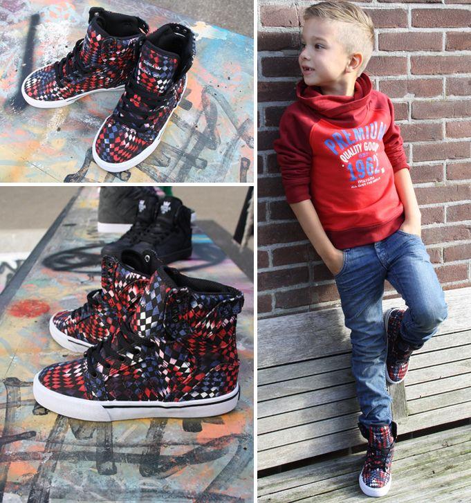 De stoere Supra kindersneakers zijn al gespot door de jongens op de skatebaan en dat kan kloppen. De oprichter, Chad Muska is een beroemde skater en is ...