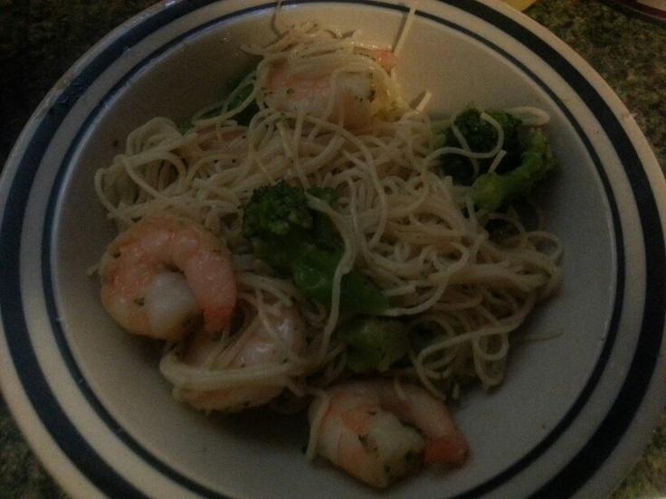 Take saute express garlic n herb,1bag of broccoli, saute add a Tbs butter n 1Tbsp chop garlic stir cover for 5-7 mins add shrimp cover  for 4-6 minutes.  Stir and enjoy