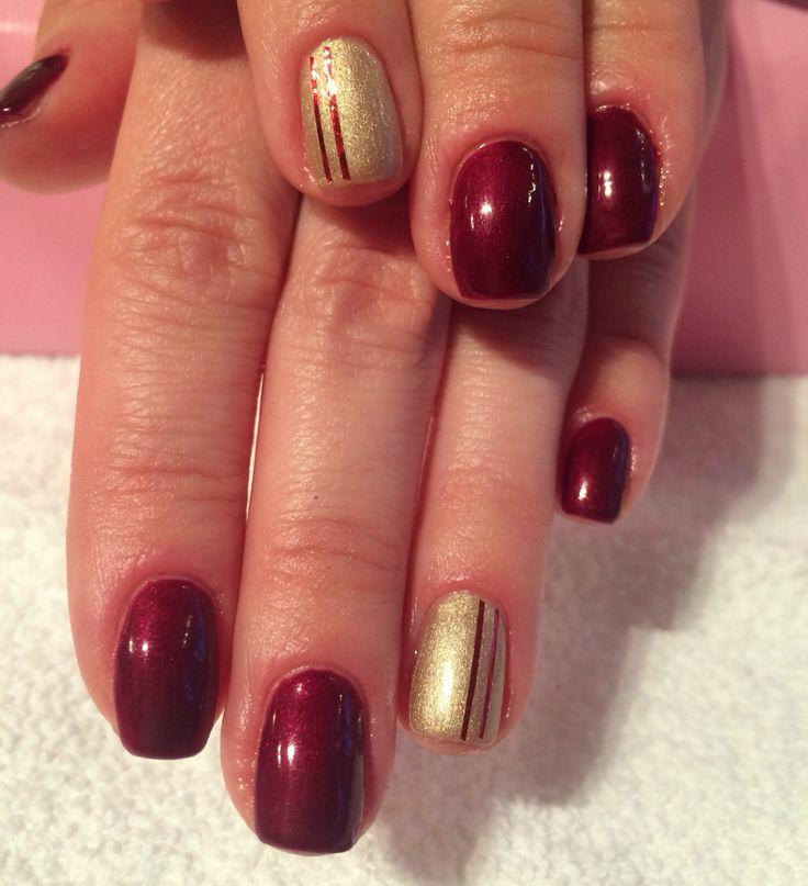 Shellac nails done by Asta at California Nails #shellac #cnd #negler #nagler #nails #nailart #festive #festivenails #jul #julenegler #christmasnails #californianails #red #gold
