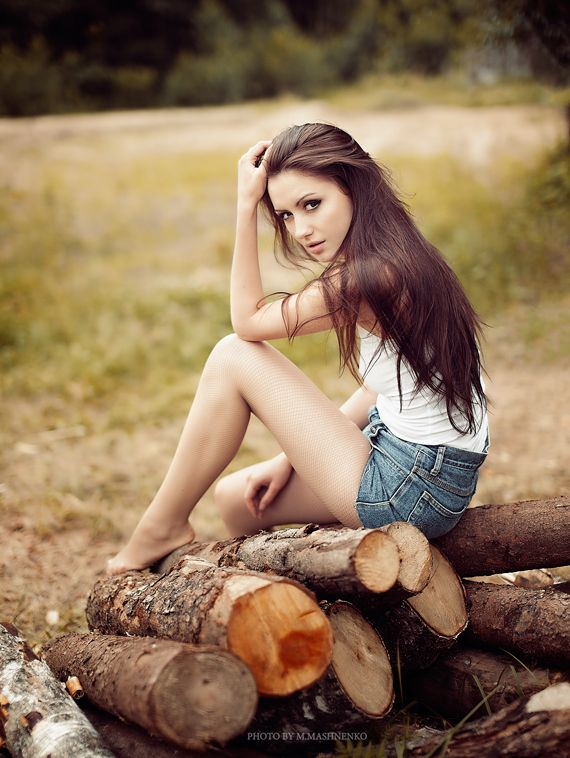 girl pose - senior picture inspiration - country girl