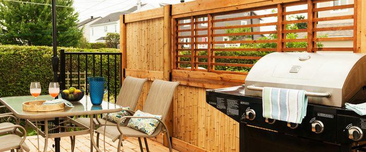 Défaire le patio existant, faire une terrasse avec style, en deux palier, intimité, pratique, sécuritaire pour la piscine.