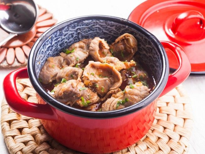 A recipe for Tender Stewed Chicken Gizzards made with gizzards, salt, black pepper, water, onion, ketchup, hot