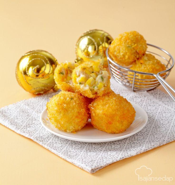 Dengan balutan tepung panir, Bakso Goreng Jagung tampil lebih lezat dan renyah. Sajikan untuk menu santap siang, agar suasana di meja makan semakin meriah.