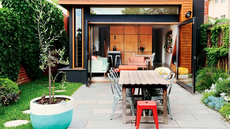 12 indoor/outdoor ideas for a stunning entertaining area. Photography by Lauren Bamford.