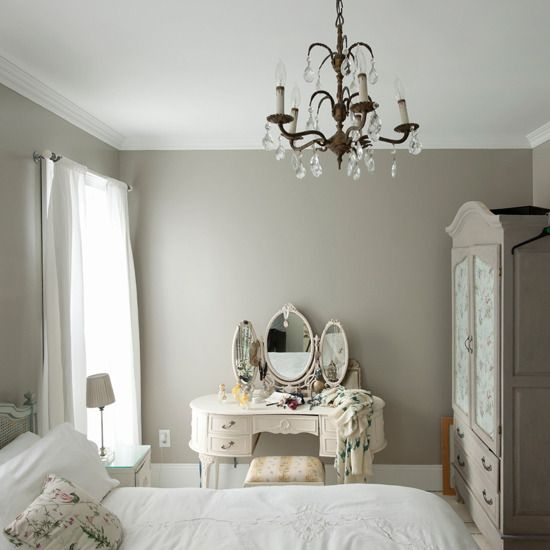romantic, calm bedroom