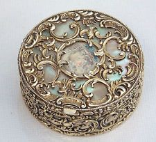 VERY SPECIAL UNIQUE VICTORIAN SOLID SILVER GILT & Mother of Pearl SNUFF BOX