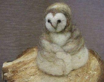 Aiguille feutré hibou, hibou de Wise, Needle felted animal, femme de chouette, Effraie des clochers, tableau de Nature, jouet feutrée, Design by Borbala Arvai