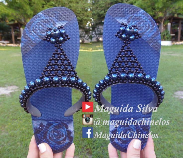 Lindo chinelo customizado em perolas! Por Maguida Silva!