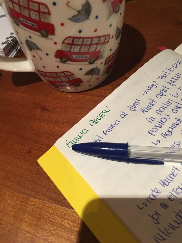 Para quem gosta de livros, literatura clássica e ficar em casa a ler e a beber chá durante o outono, devem visitar o blog http://classicxtwist.blogspot.pt 🤓