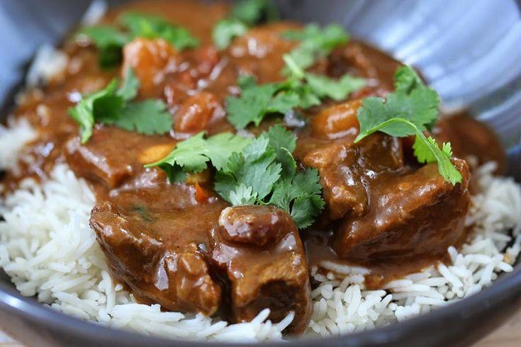 Recette de curry de boeuf au Thermomix TM31 ou TM5. Préparez ce plat principal en mode étape par étape comme sur votre Thermomix !