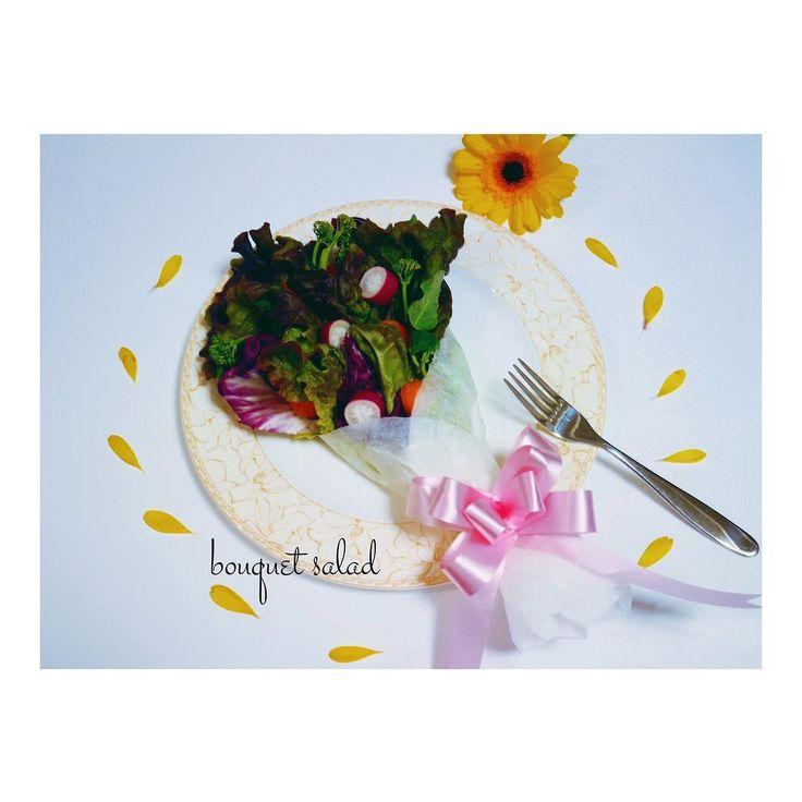 ・ Bouquet Salad������������ ・ ・ 先日、主人の誕生日だったので、ブーケサラダを作りました�� 材料は、 ✩サニーレタス ✩レタス ✩トレビス ✩菜の花 ✩赤カブ ✩にんじん ✩トマト ・ ・ 好きな野菜を包むだけ���� ・ ・ 一見簡単そうに見えて、クッキングシートに包むのが意外と難しかった。。。�� 次回は、もっとスムーズに作るぞっ�� ・ ・ #誕生日ご飯 #リストランテ #おもてなし #おもてなし料理 #料理 #夕食 #お家ご飯 #暮らしを楽しむ #春野菜 #クッキングラム #うきうきスプリング #春の食卓はじめました #とっておきレシピ #食育 #春の食卓 #デリスタグラマー #lin_stagrammer #delimia #キナリノ #ブーケサラダ #ミラーレス一眼 #夫婦 #夫婦の時間 #instafood #dinner #birthday #cooking #cookingram #locari_kitchen #ristorante…