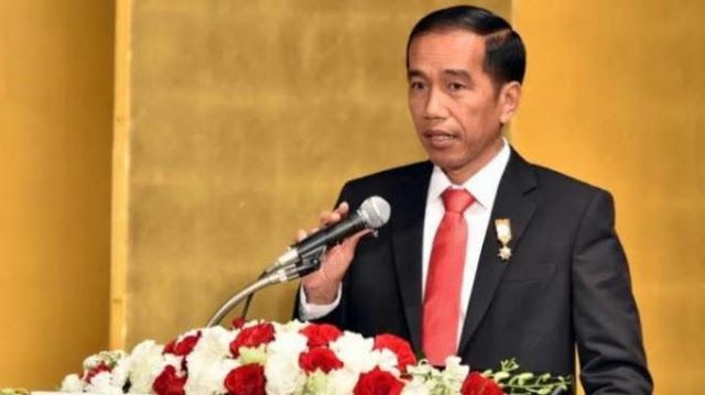 Berita Islam ! Presiden Jokowi Dinilai Hanya Berpangku Tangan Lihat Pembantaian Rohingya... Bantu Share ! http://ift.tt/2eQQJbQ Presiden Jokowi Dinilai Hanya Berpangku Tangan Lihat Pembantaian Rohingya  Komisioner Komnas HAM Natalius Pigai menilai Presiden Joko Widodo hanya berpangku tangan melihat kejahatan yang dilakukan Pemerintah Myanmar terhadap etnis Rohingya di Rakhine. Menurutnya presiden terkesan membiarkan tanpa adanya intervensi kemanusiaan. Bahkan dia menyebut Indonesia sebagai…
