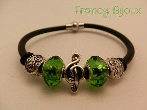 Green bracelet_music everywhere