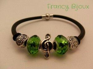 Green bracelet_music everywhere