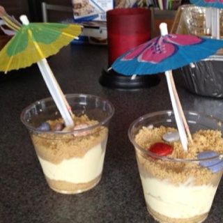 Fun beach themed desserts......graham crackers and vanilla pudding! Taylor's birthday party??