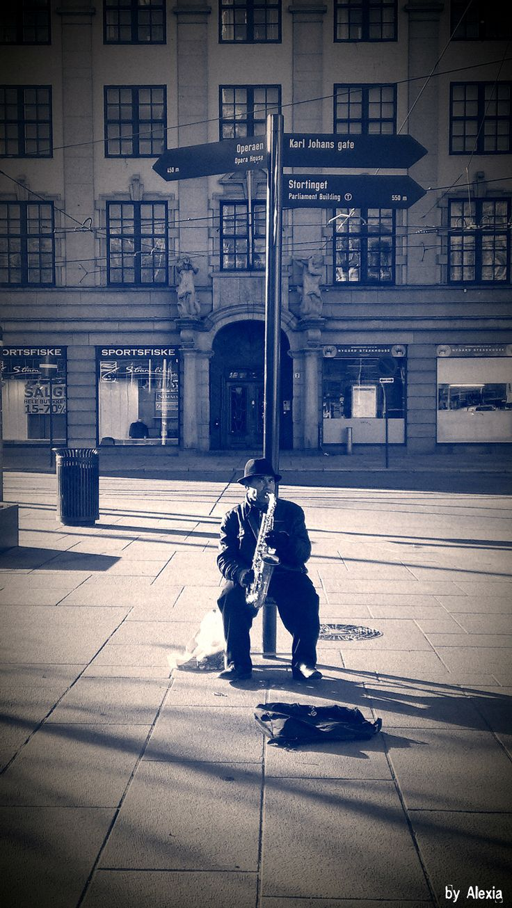 https://flic.kr/p/rPRSF7 | Sax player Oslo square | Playing saxophone Oslo