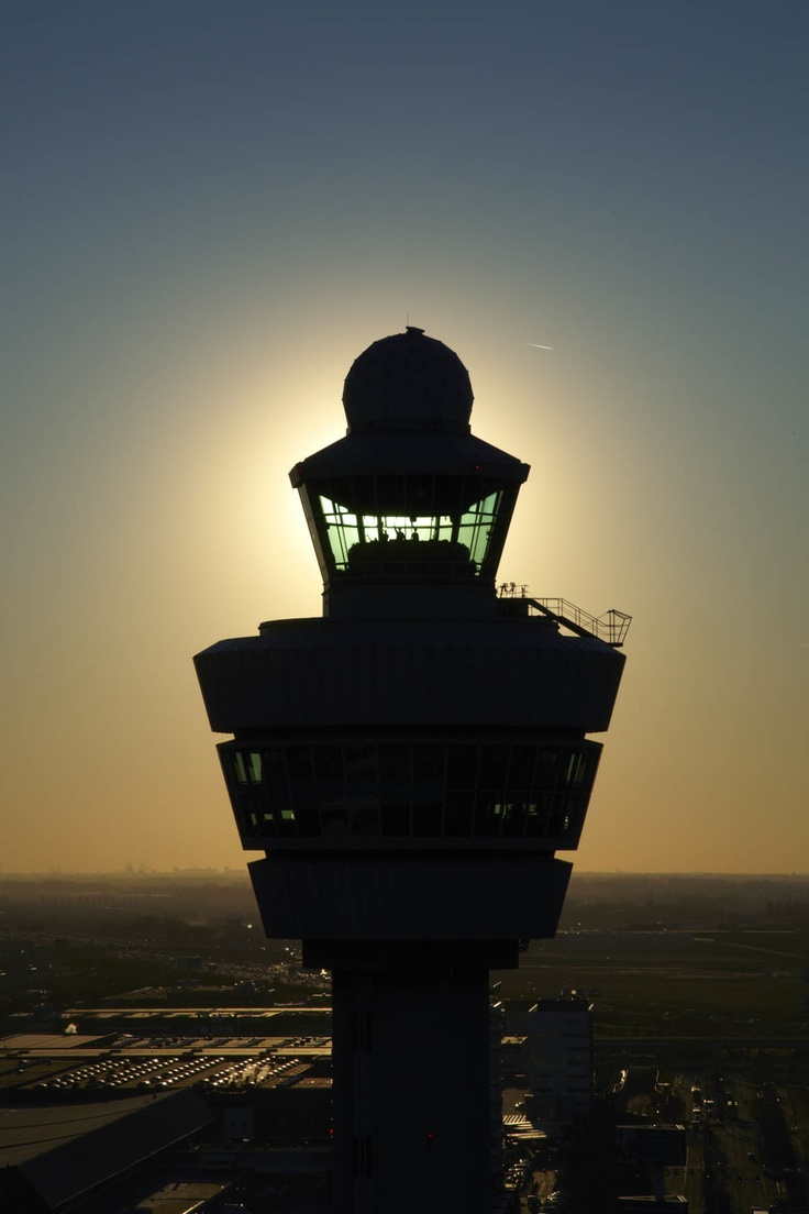 Control tower Schiphol: Airplane