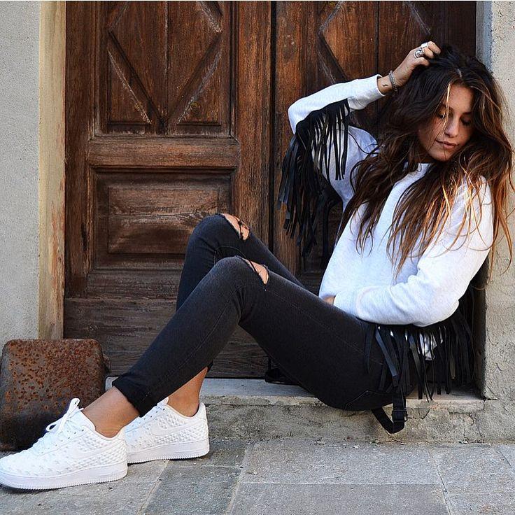 "Ludovica Valli (seidimattina8) su Instagram: ""SABATO. #serenità #weekend #LV"""