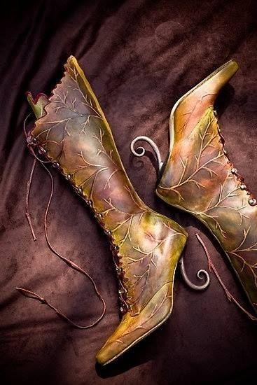 Leaf Boots Hoge laarzen met een lage/geen hak, en dan zo geverfd! Met bruin-blauwgroen gradiënt ipv bruin-geel.