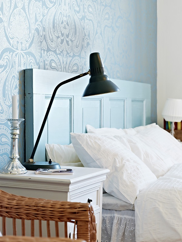 Bedroom detail. #blue #wallpaper