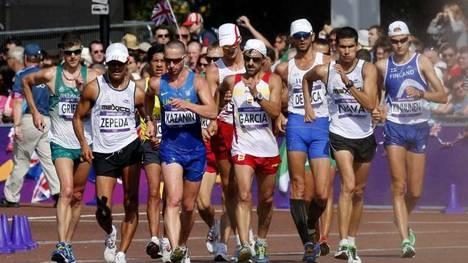 Varios atletas durante la prueba olímpica de 50 kilómetros marcha, LOndres 2012. (EFE)