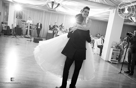 Anca & Liviu - Wedding Dance by www.FirstDanceStudio.ro