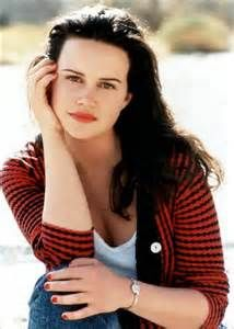 Here's something that I only discovered, like, just now...lol...Carla Gugino was the young Roxy Carmichael. Well, you don't really see her face because she's in a dark room. Always wondered who that actress was.Loved her as Elektra Luxx.