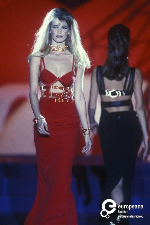 Gianni versace spring summer 1992 couture 90 s for Biografia de donatella versace
