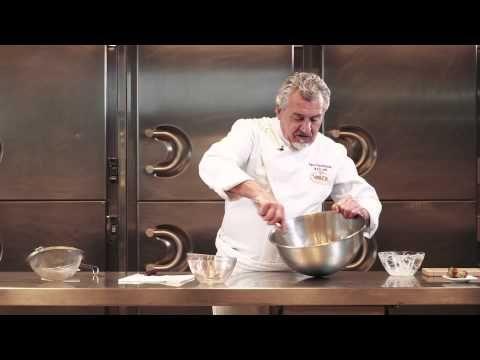 Trufa de cacao puro montada por Paco Torreblanca y Chocolates Valor