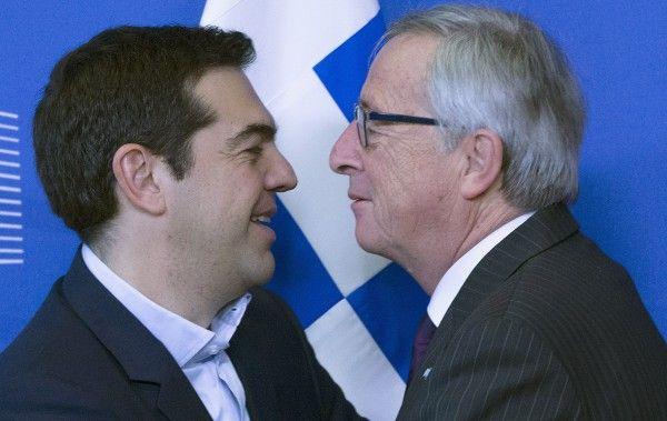 Αγκαλιές και φιλιά για Τσίπρα - Γιούνκερ | Πολιτική - NewsIt.gr
