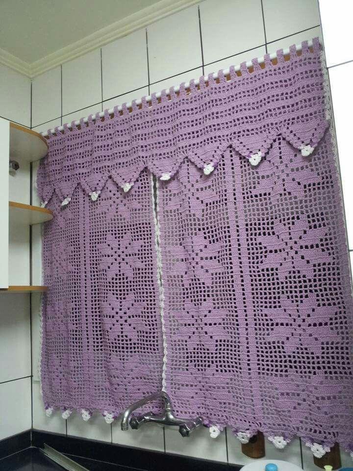 Cortina em crochê com bandô para cozinha