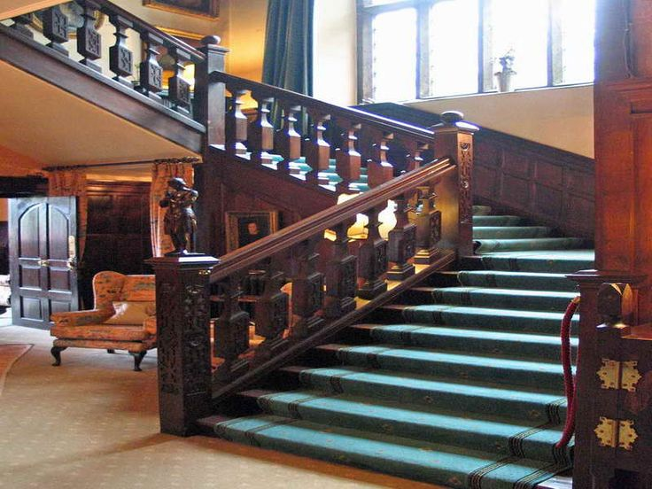 Beautiful Victorian Staircase Style: Chic Victorian Staircase ...