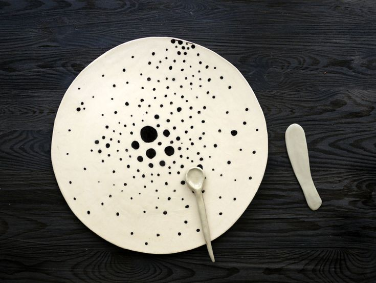 Big and flat ceramic plate, can be used for pizza or any other meal. Monochrome style, black dots for someone who loves handmade ceramic. Simply Dots series by Projectorium design studio.
