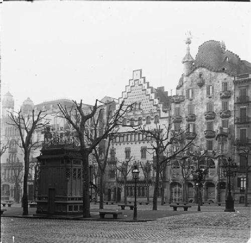 1916, Paseo de Gracia, #Barcelona http://www.viajarabarcelona.org/lugares-para-visitar-en-barcelona/paseo-de-gracia/ #Modernismo